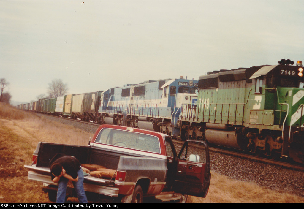 BN 7149 leading SD60 Oakway pair: 1987