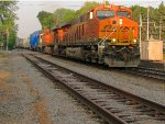 130710013 Westbound BNSF Northtown to Lincoln train with special high-wide load QTTX 131042