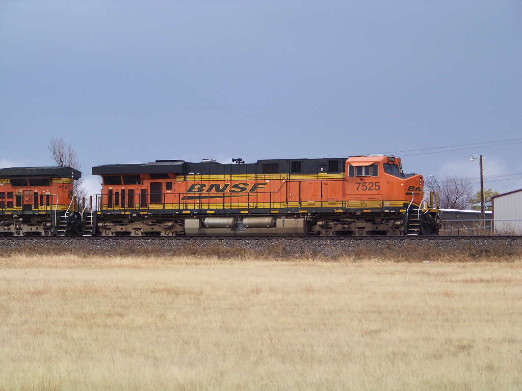 BNSF ES44DC 7525