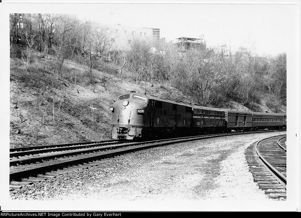 PRR E7A 4208 and PRR E8A 4262 - Pennsylvania RR