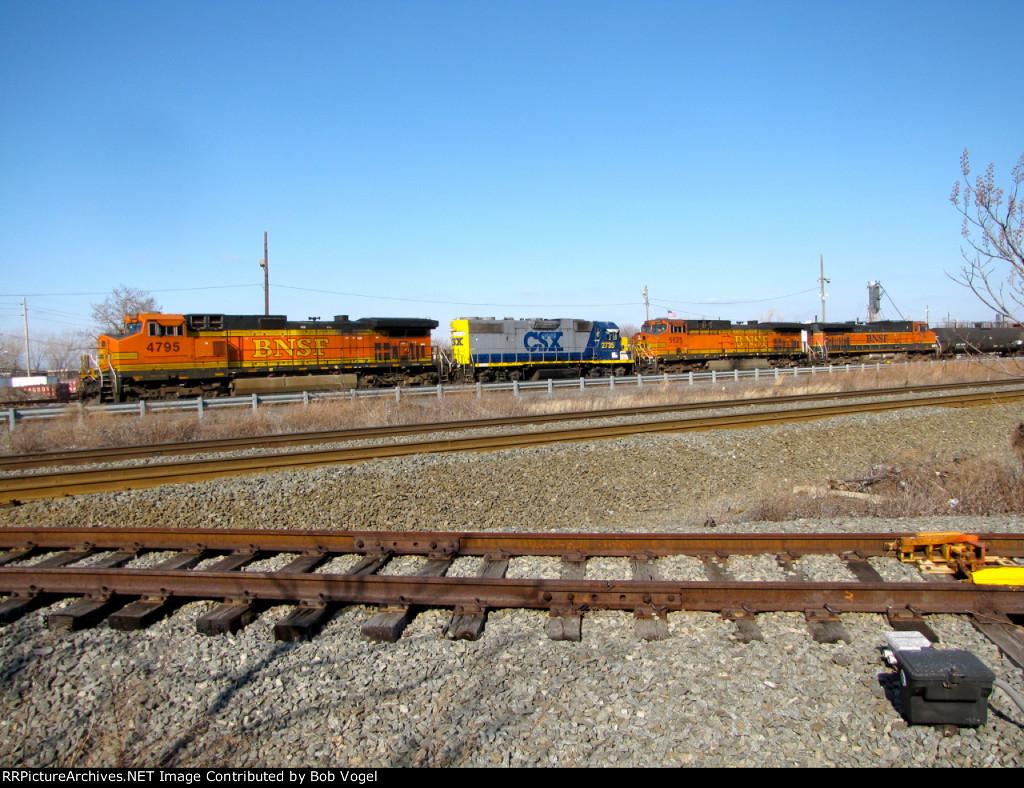 BNSF 4795, 5625, and 986; CSX 2735