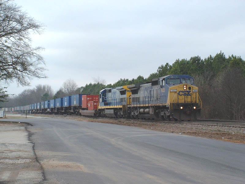 CSX Train Q182 takes the siding