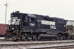 NS 7083, EMD GP50, working the NS Decatur Yard
