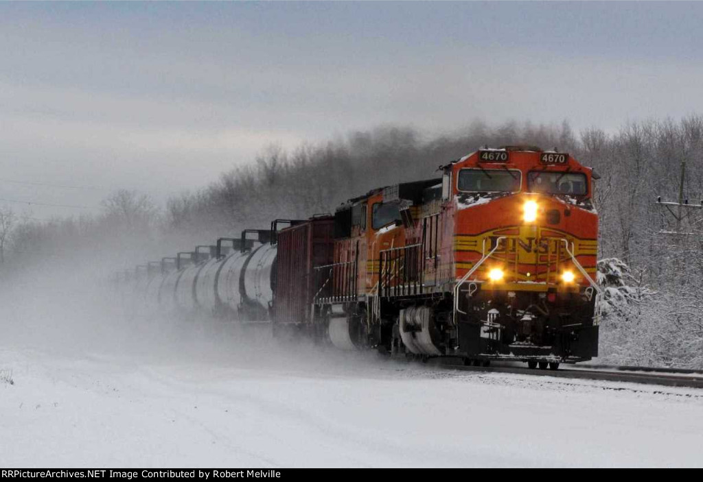 BNSF 4670 leads ethanol empties westbound near MP 381