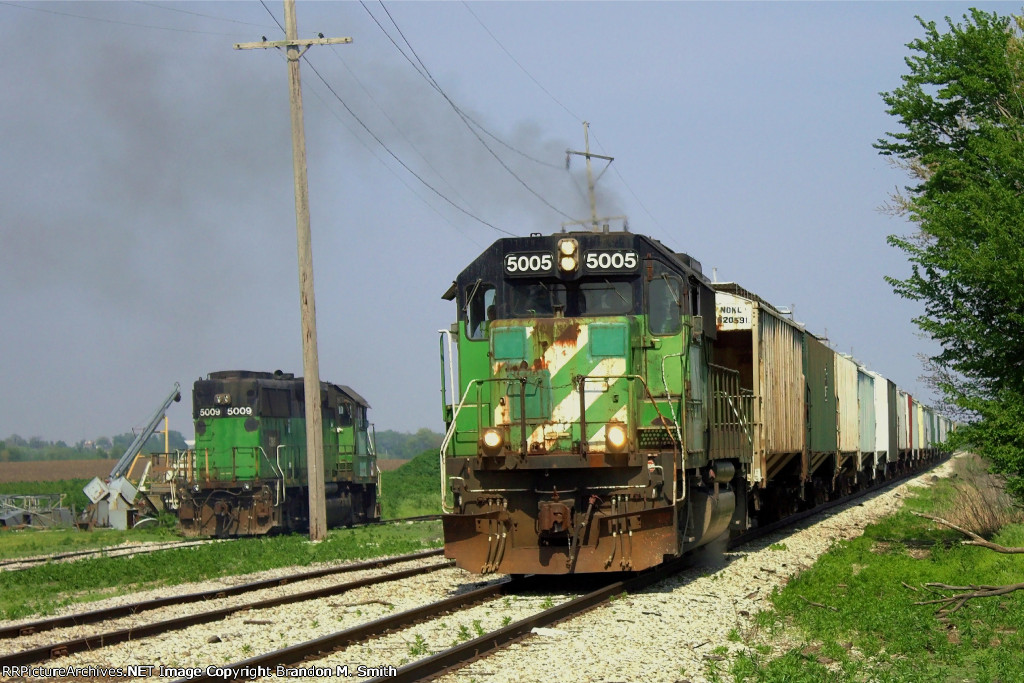IORY 5005 west past the derailed CBNS 5009