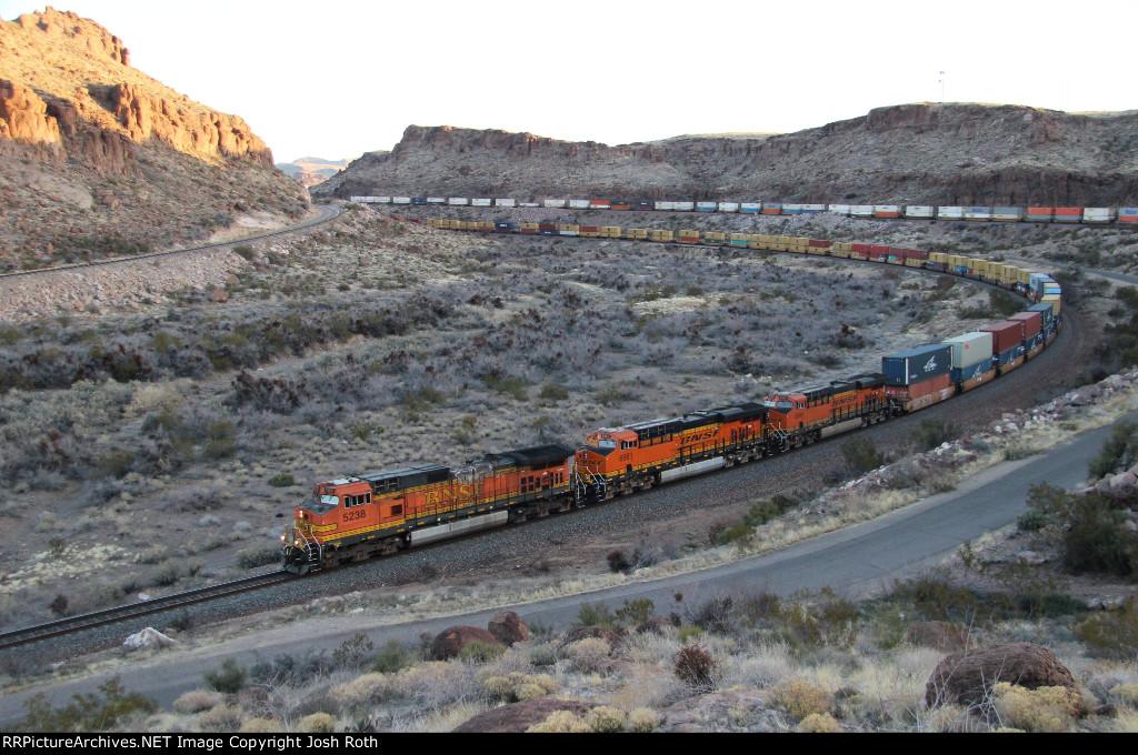 BNSF 5238, BNSF 6981 & BNSF 6984