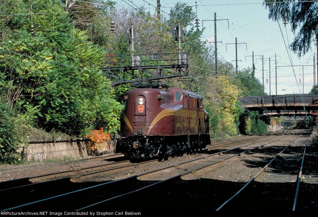GG1 Out to Pasture: 4877 at Perth Amboy, 1983