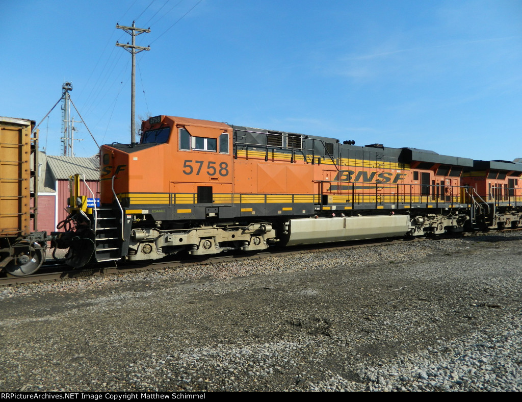 BNSF 5758 - DPU #1