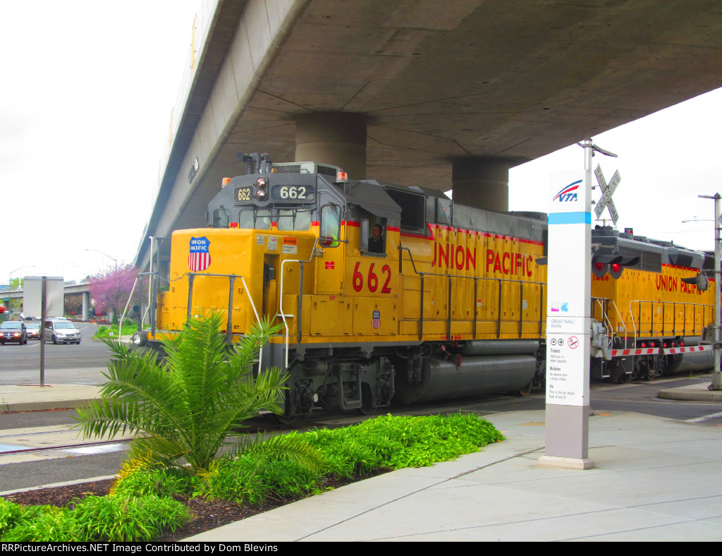 Union Pacific 662 Leads the North San Jose Switcher