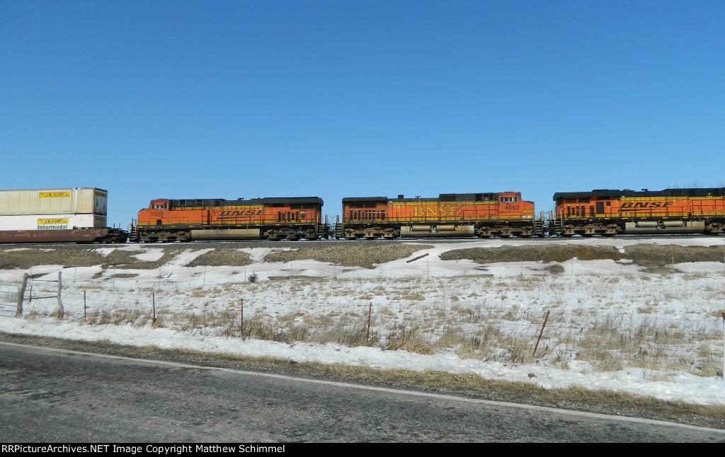 BNSF 4052  & BNSF 7322