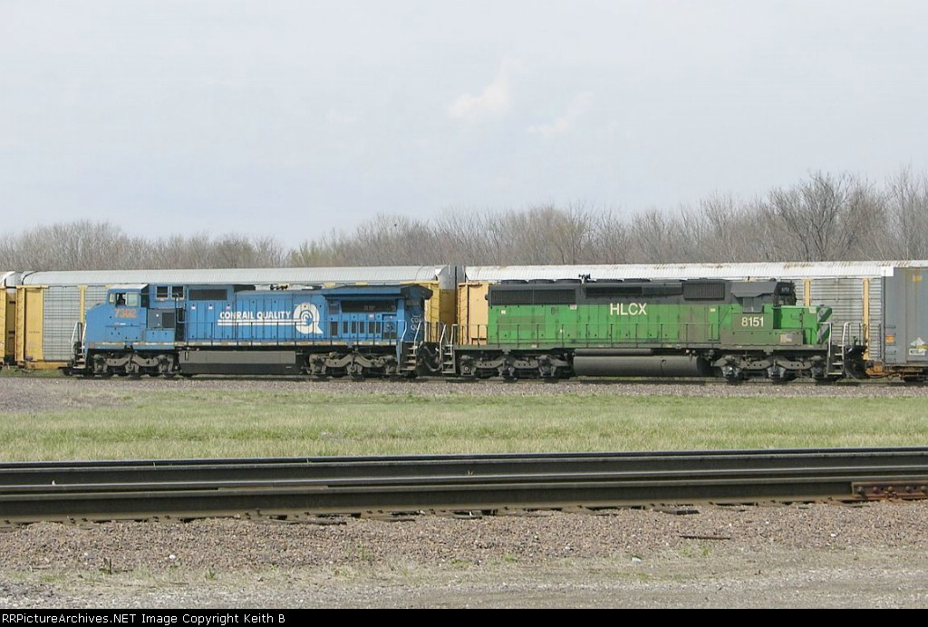 CSX 7302 and HLCX 8151