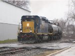 CSX 4044 rolls east through Sunnyside in a light rain with D707-30