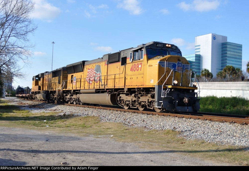 UP 4887 on NS 321