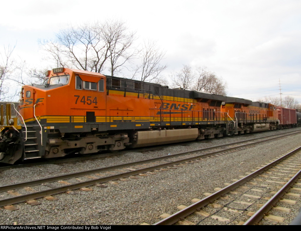 BNSF 7454 and 7039