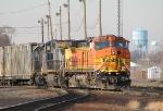 BNSF 4536 leads CSX Q300