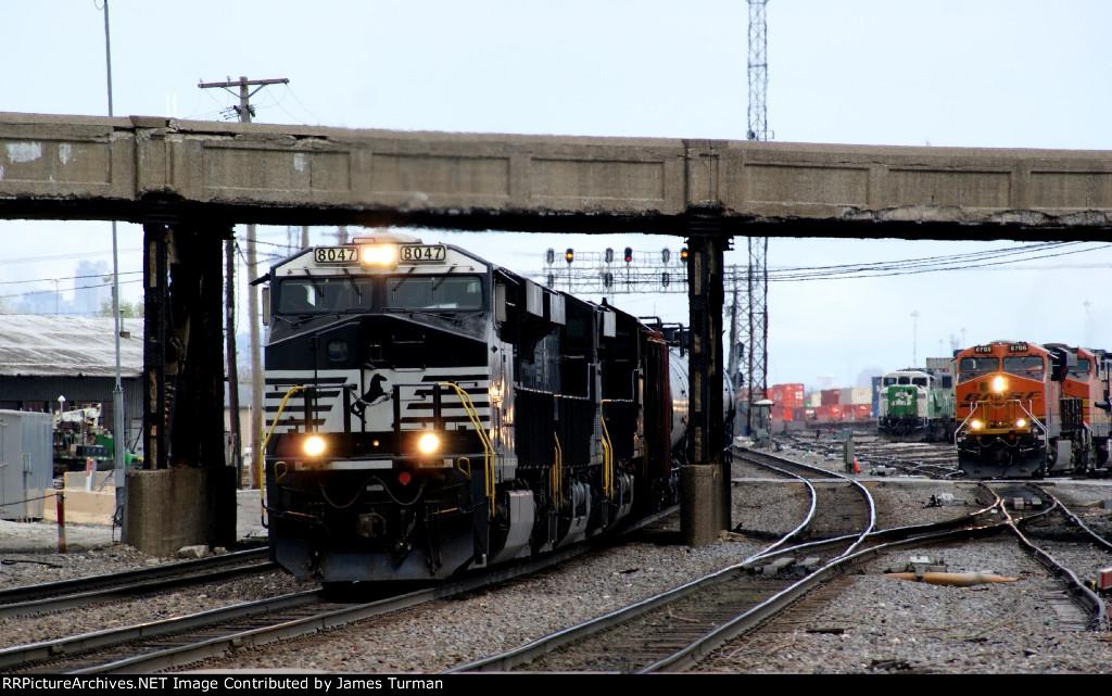 NS 8047, & BNSF 6706