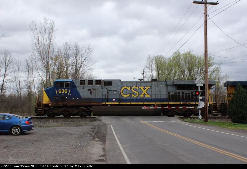 CSXT 636 on CSX Q001