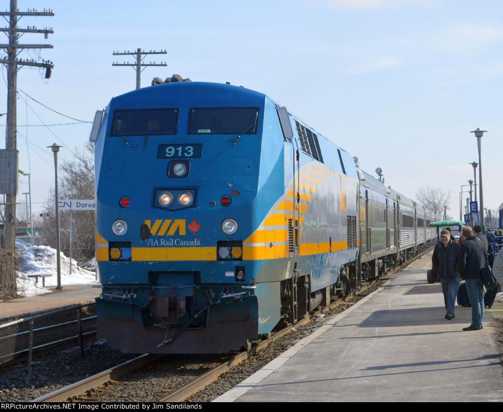VIA 913 on train 57
