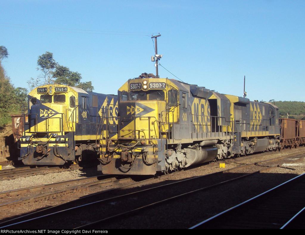 Locomotivas 5307, 3765, 3810
