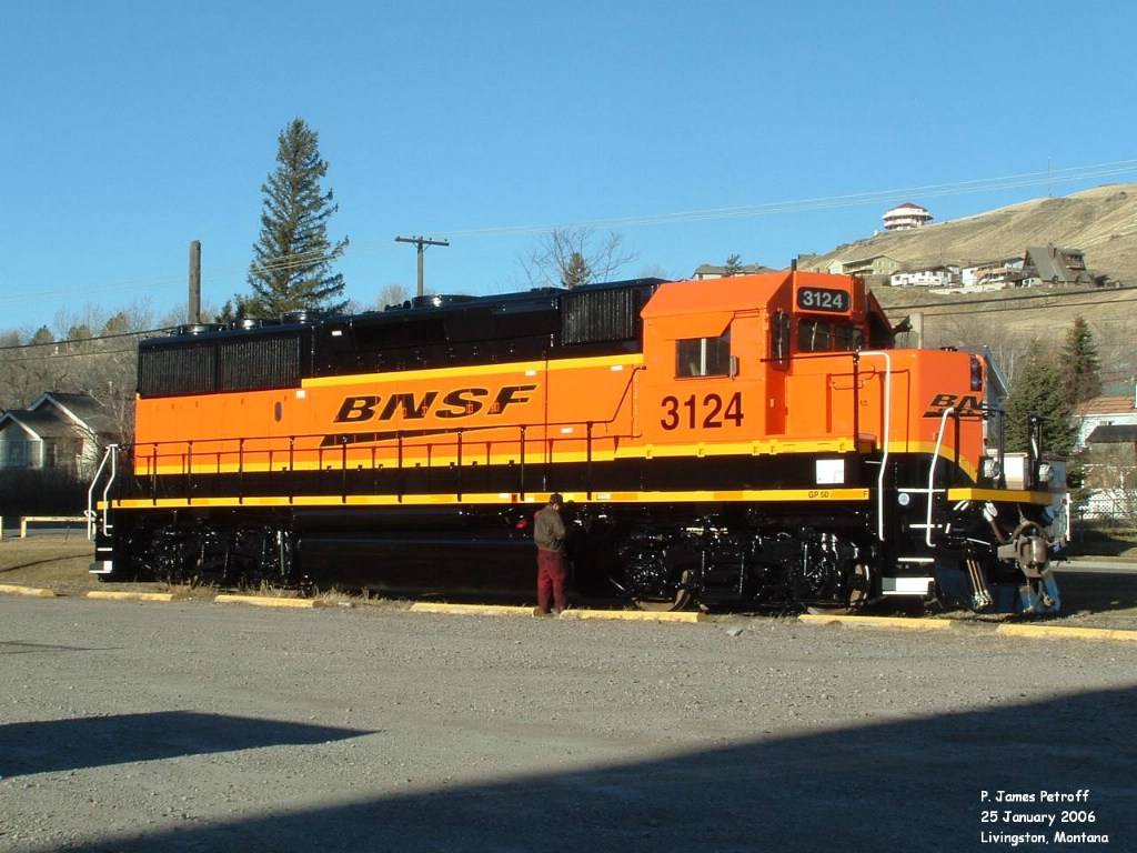 BNSF 3124 GP50 broadside new paint