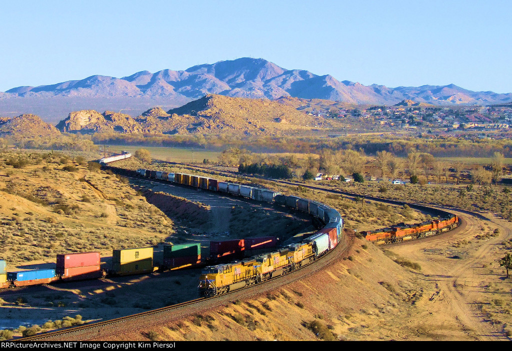 """Rare UP/BNSF Locomotive """"Meet"""" at the """"Flyover"""" at Frost"""