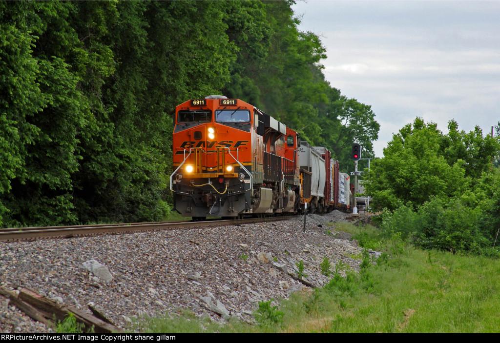 BNSF 6911 Heads a Sb freight!!