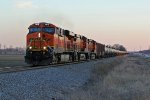 BNSF 7418 Leads a empty oil can Nb.