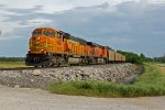 BNSF 9880 Leads a empty back to the mines!!