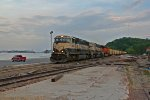 BNSF 9675 Heads Nb next to the flooded Mississippi river.