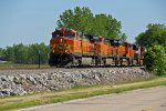 BNSF 5409 Slows to a Stop with a 5 unit freight!!!