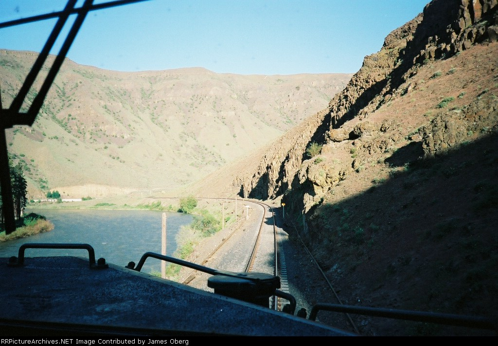 BNSF 967 PAS-TAC Entering Yakima River Canyon, pic#1