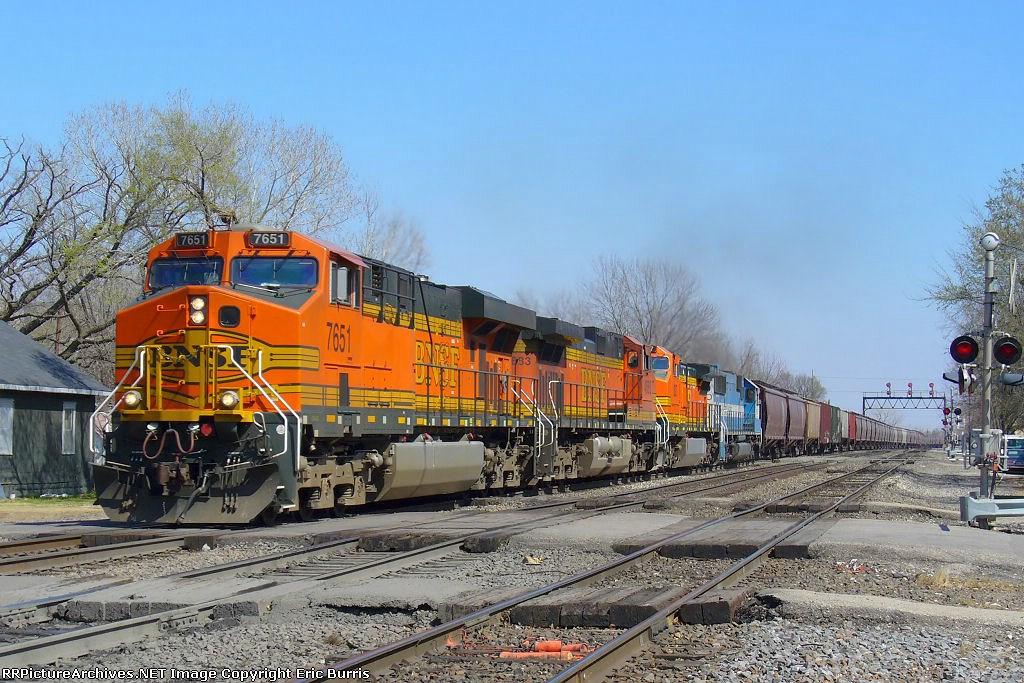 BNSF 7651 westbound