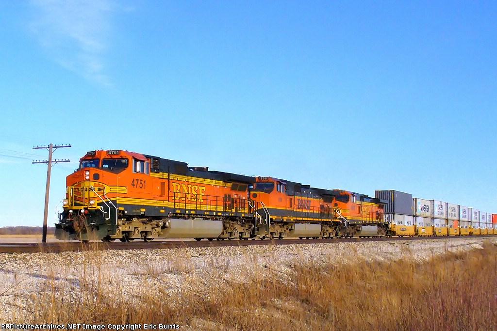 BNSF 4751 westbound