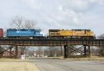 UP 6885 and GMTX 2613