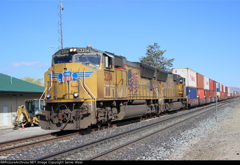 SD70Ms at Tehachapi