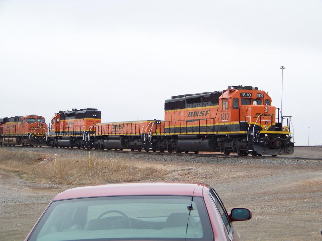 BNSF SD39-2 1810, BNSF SLUG 270, BNSF SD40-2 1888 & BNSF ES44DC 7437