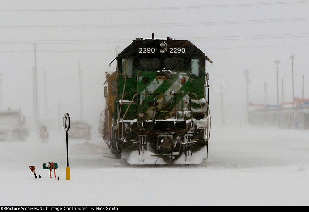 BNSF 2290 in a blizzard