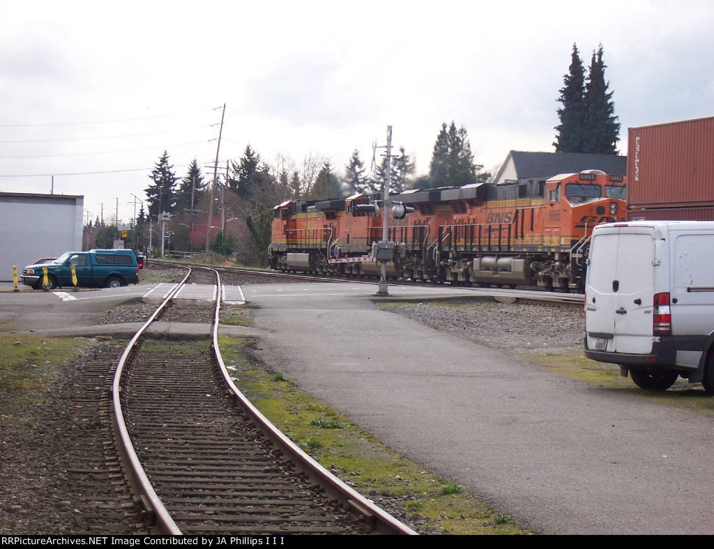 BNSF 4670 leads the 6829 and 6665 on a southbound stack train past the Kent Gypsum siding