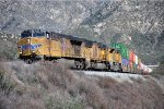 Intermodal rolls down the Palmdale Cutoff