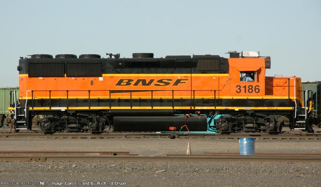 BNSF GP25-2