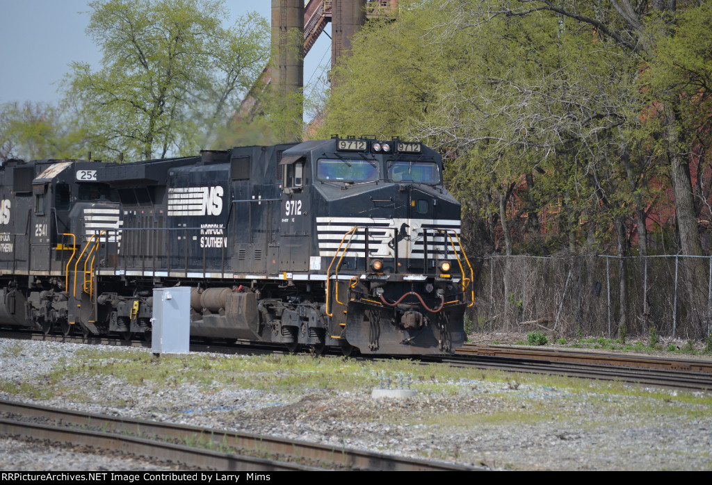 NS 9712 leads a train off the NA on the AGS toward 32nd St