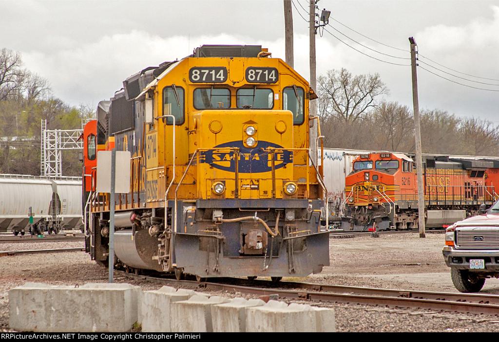 BNSF 8714 and BNSF 5216