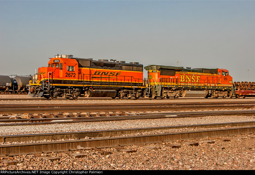 BNSF 2672 and BNSF 551