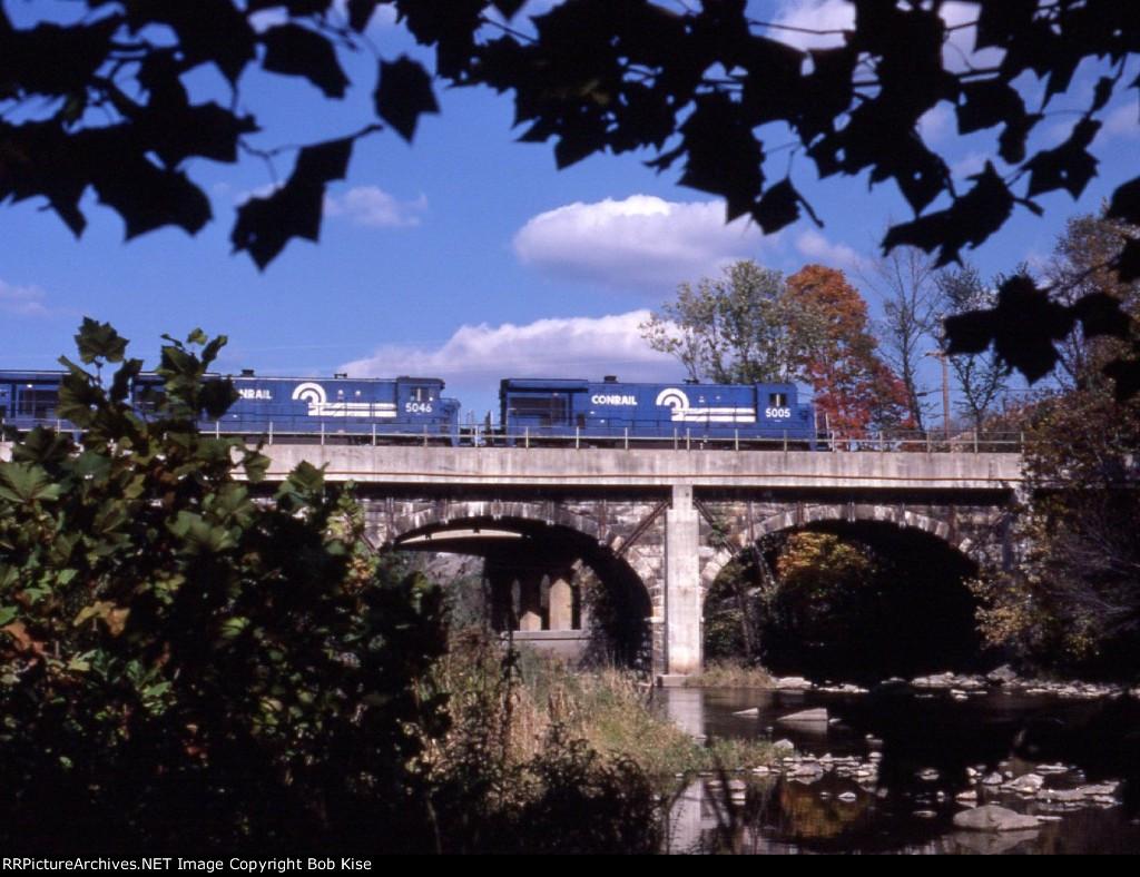 CR 5005 on old PRR arch bridge