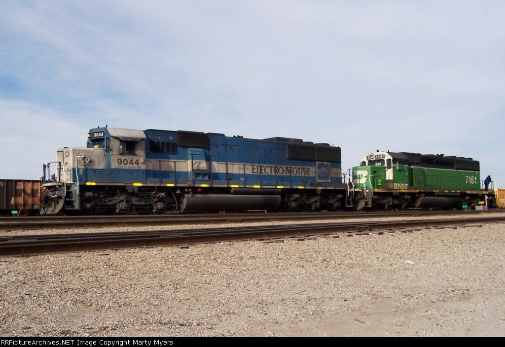 EMDX 9044 & BNSF 7151