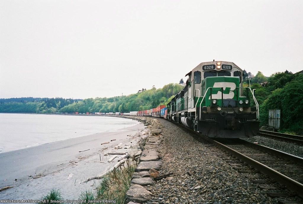 BN 6328 waiting for a meet along Puget Sound.