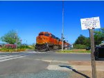 ES44DC #7819 Leads Westbound BNSF M-BARRIC Passes Antioch