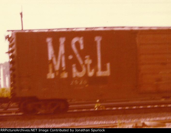 M&St L boxcar, 2526-left side