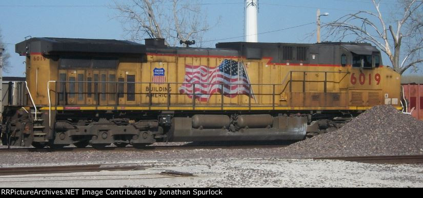 UP 6019, engineer's side view