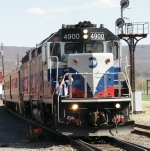 MNCW 4900 / #75 pulling into the Port Jervis platform